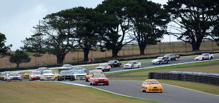 Warming Engines for the 2017 Heritage Touring Cars Series